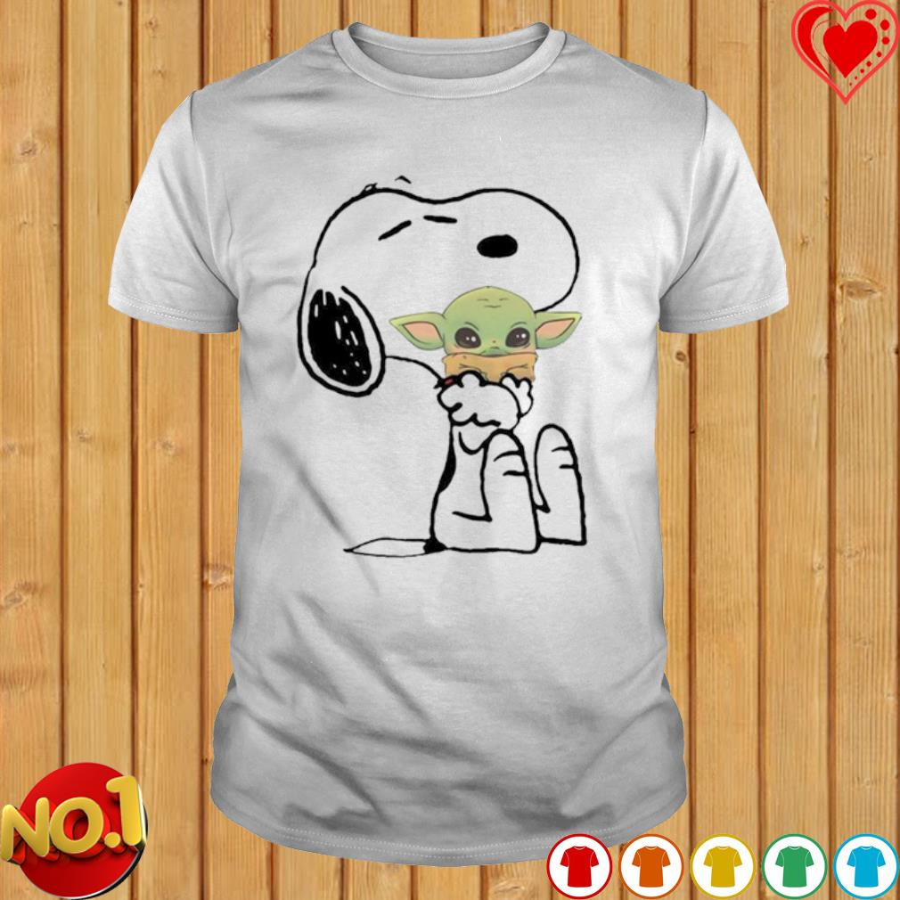 Snoopy hug Baby Yoda shirt